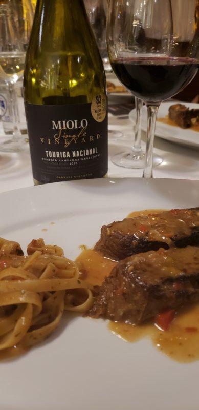 Brasatto de Vittelone escoltado pelo Touriga Nacional Miolo Single Vineyard