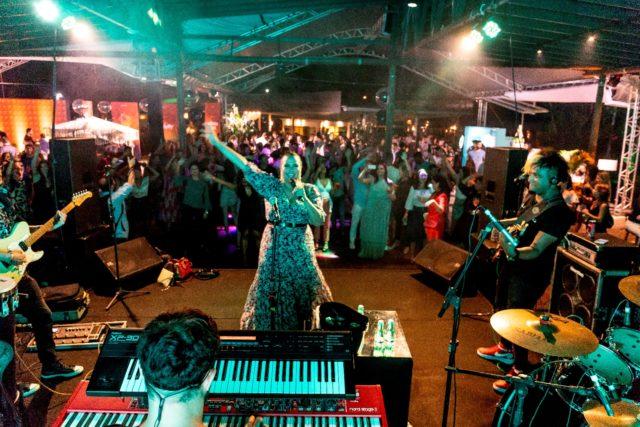 Adriana Samartini animou o evento cantando o melhor do Axé, Samba e MPB