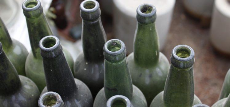 Garrafas de vinhos vazias