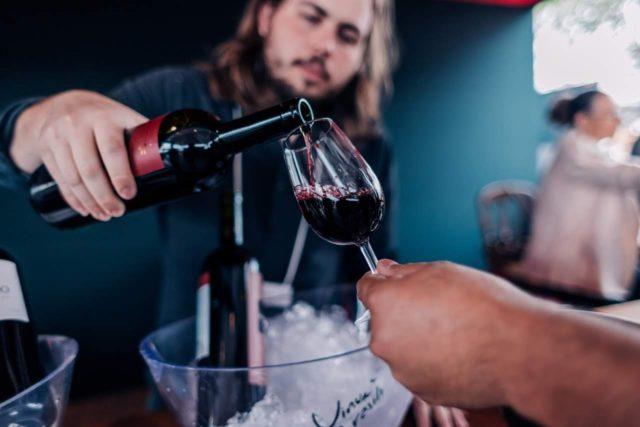 Serviço de Vinho na Vinum Brasilis