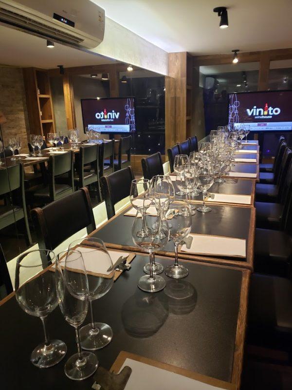 Vinito: espaço para aulas, degustações e workshops
