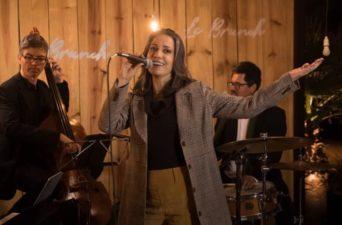 Rachel Alves traz em sua música influências de vivências com diversas culturas.