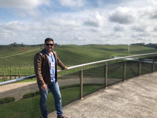 Sommelier Bernardo em visita à Luiz Argenta