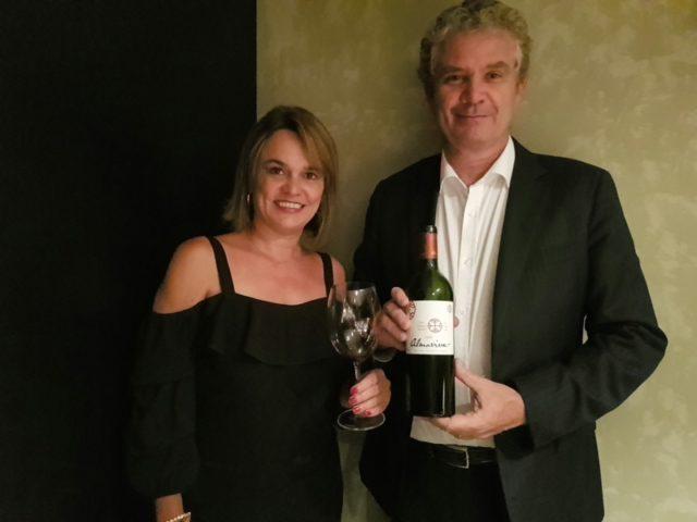 Etiene Carvalho, Blog Vinho Tinto, ao lado do enólogo Michel Friou