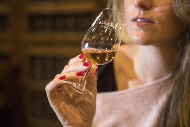 O vinho Madeira tem alto teor alcoólico, podendo ultrapassar os 19%. Isso porque é fortificado,