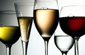 Já pensou em um ano de vinhos grátis?