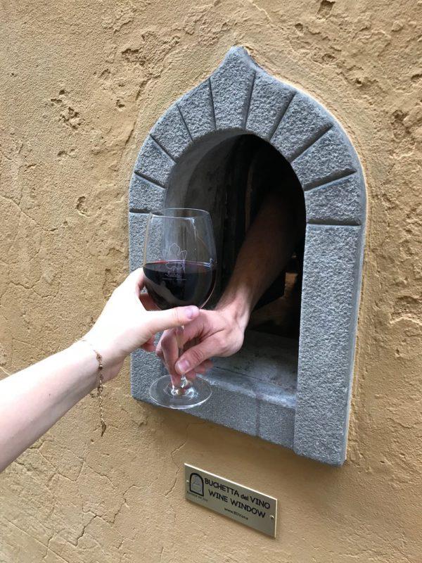 anela de vinho, em Florença