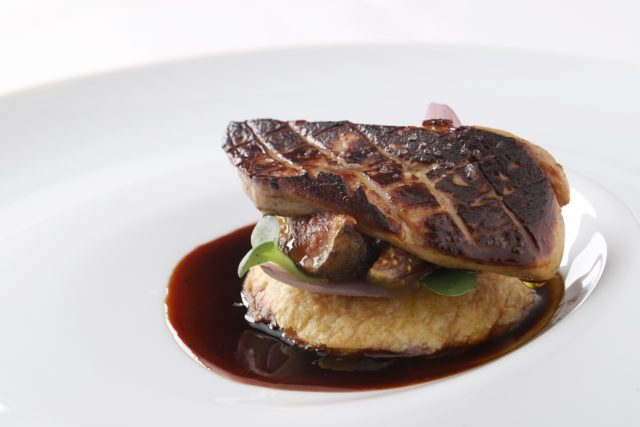 Escalope de foie gràs com tatin de figo - crédito DUO Fotografia