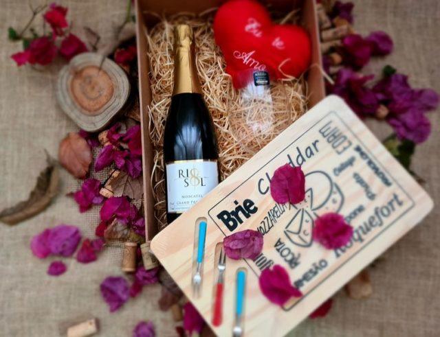 Box Vitruvino Sparkling Wine and Cheese