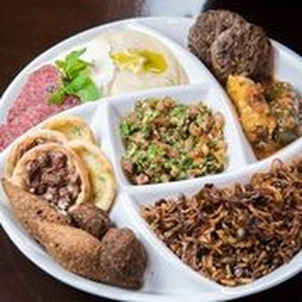 o público poderá experimentar um variado buffet, servido no almoço, com comidas árabe, italiana, japonesa e fast-food, a um único valor: R$ 69 por pessoa